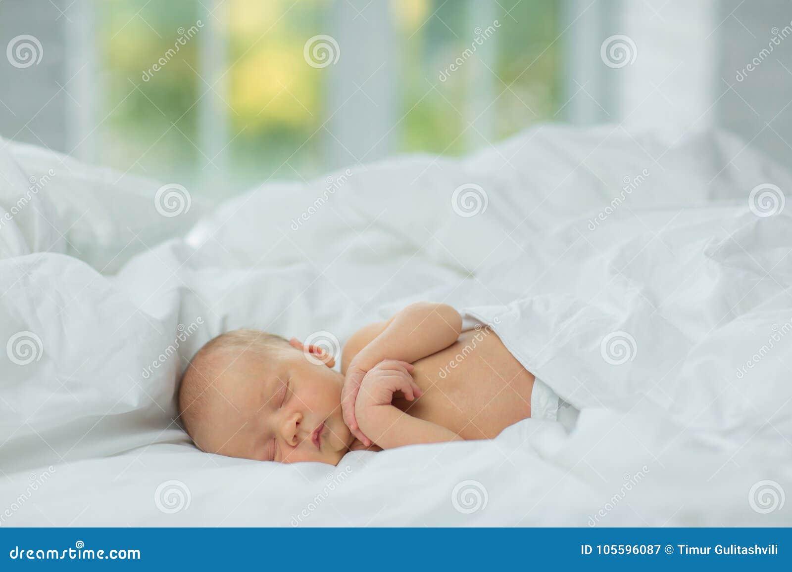 Os sonos recém-nascidos Idade 10 dias