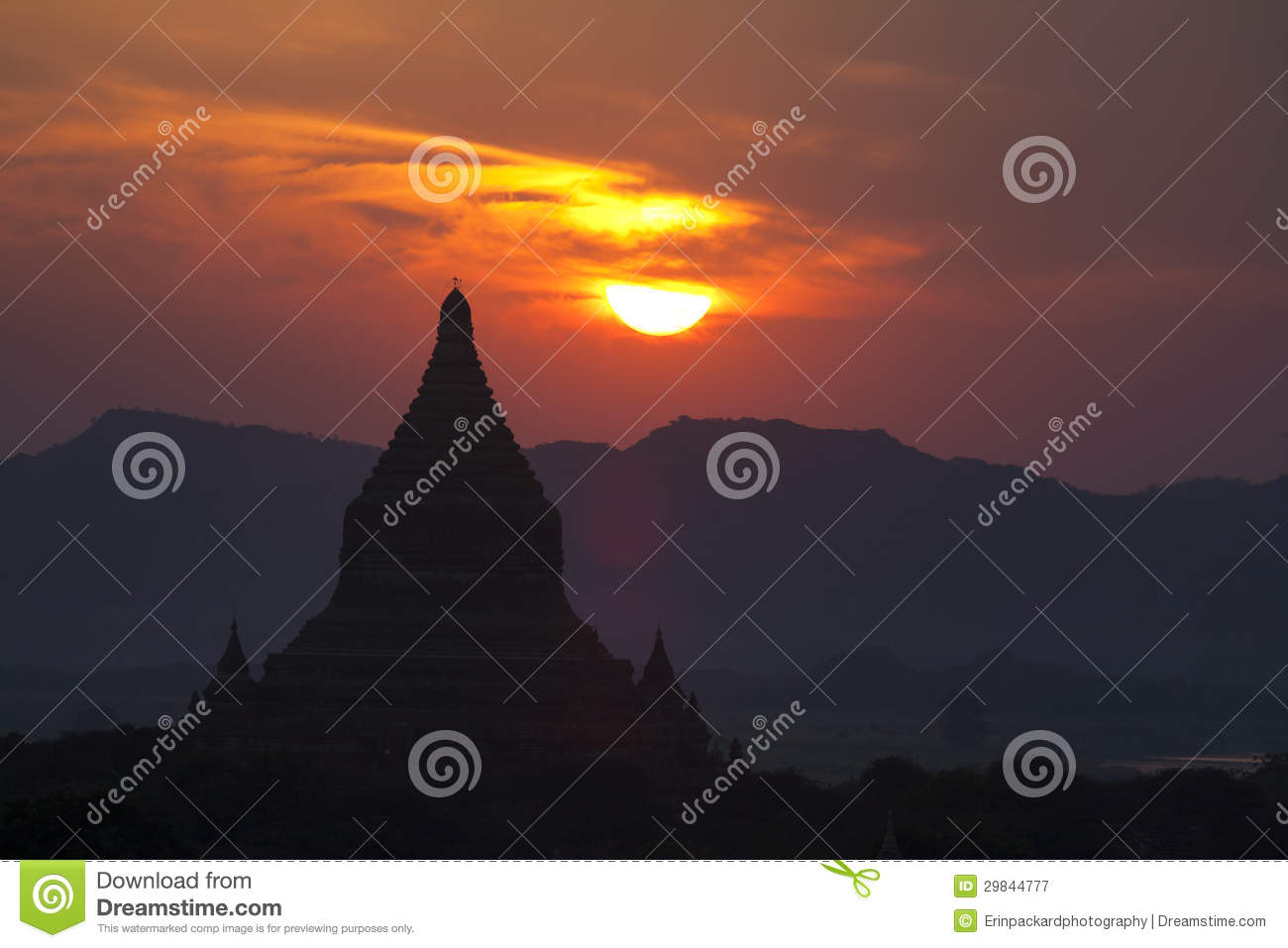 Templos de Bagan no por do sol
