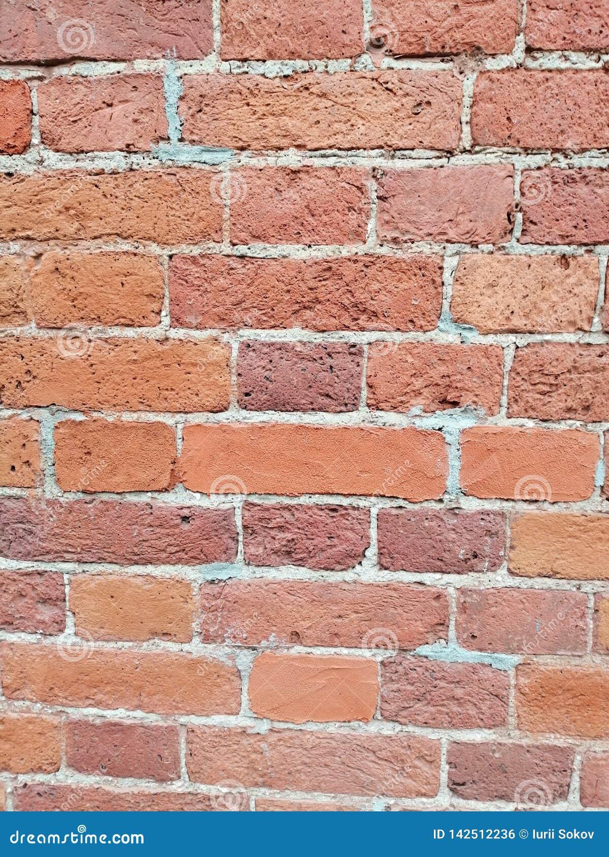 Os tijolos da parede de uma casa velha