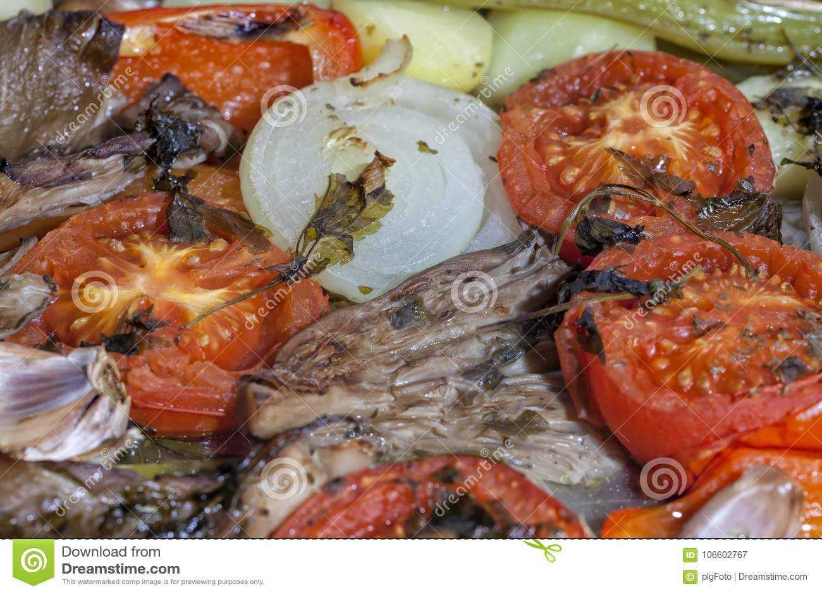 Os vegetais de acompanhamento têm sido cozinhados já um pequeno
