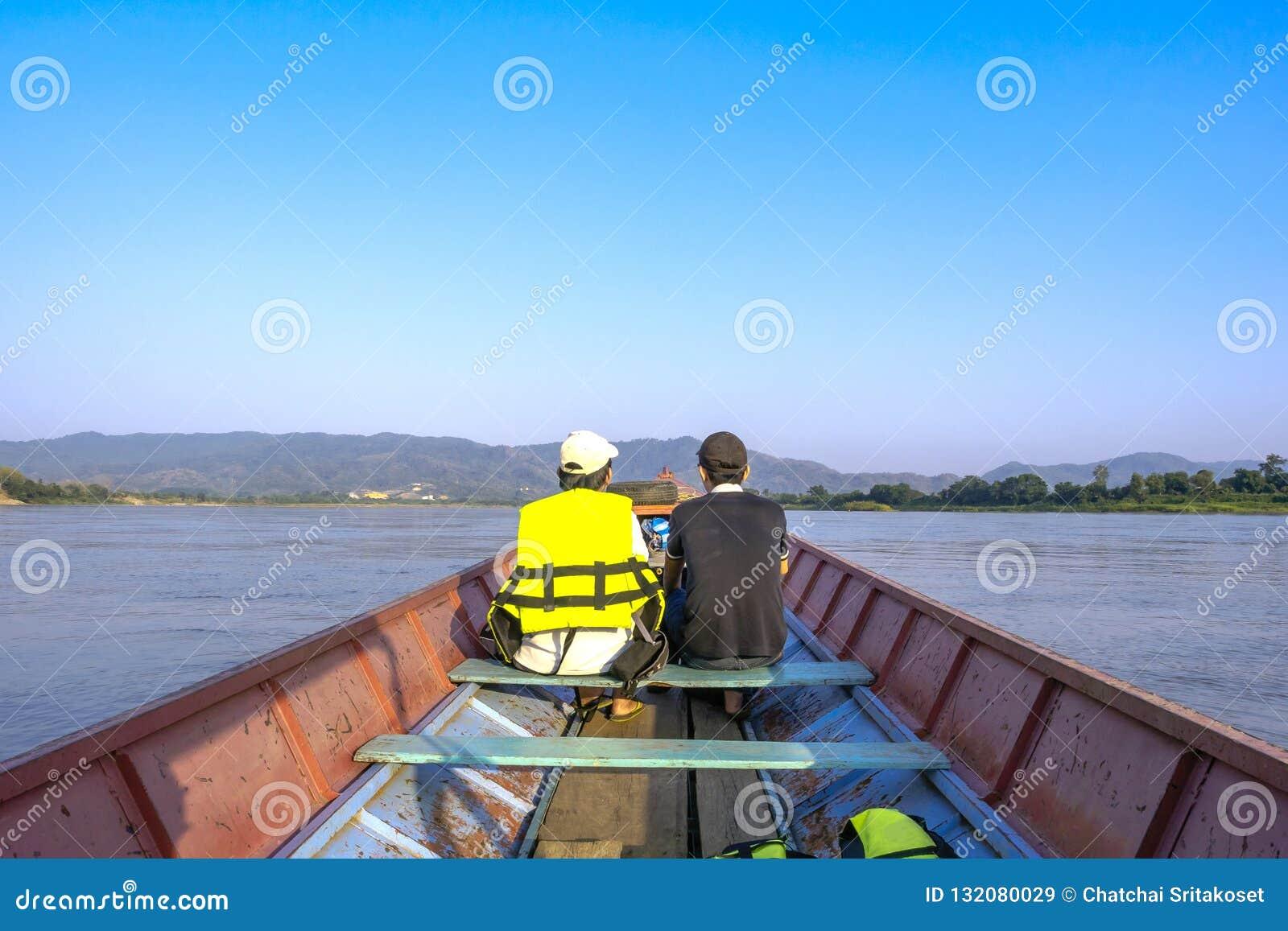 Os visitantes podem tomar um bote para ver a natureza ao longo do Mekon