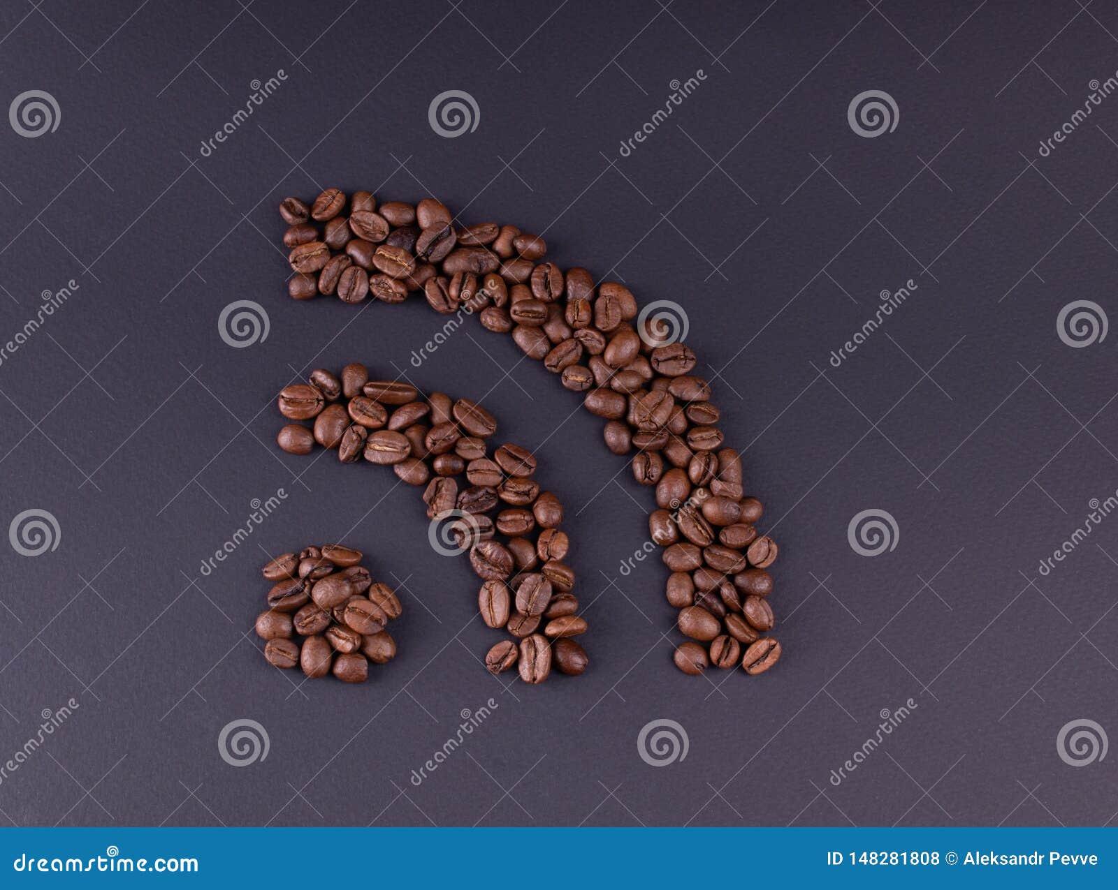 Os wi fi do sinal apresentaram grãos de café em um fundo escuro