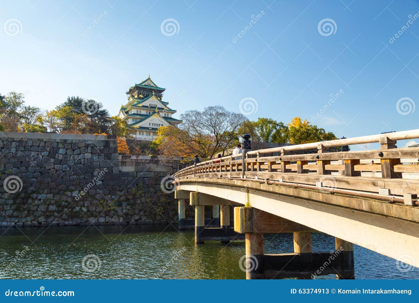 Osaka Castle im Herbst