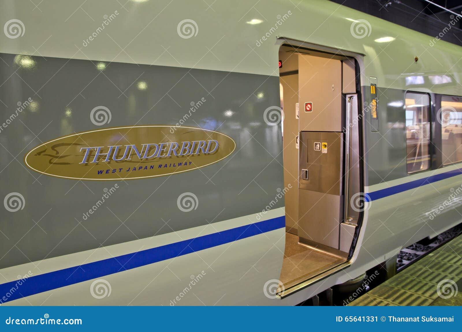 OSAKA, JAPON - 10 DÉCEMBRE 2015 : Un train de Thunderbird