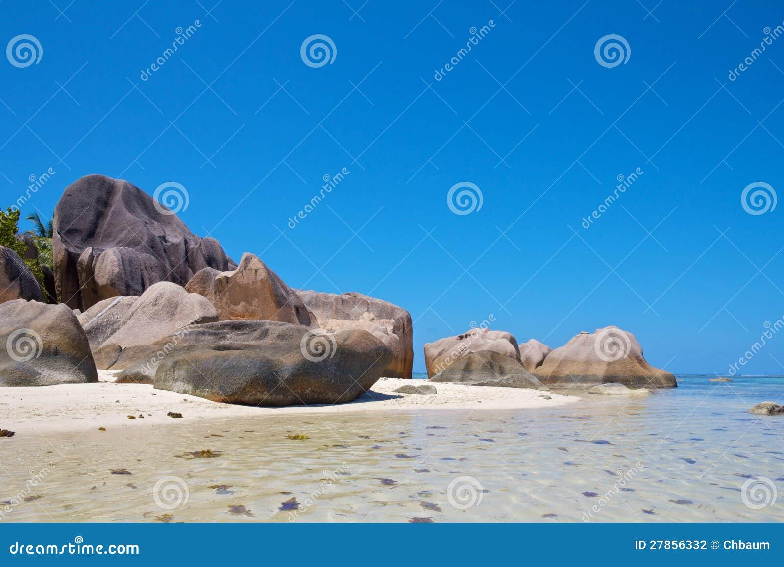 Osamotnione granit skały 3