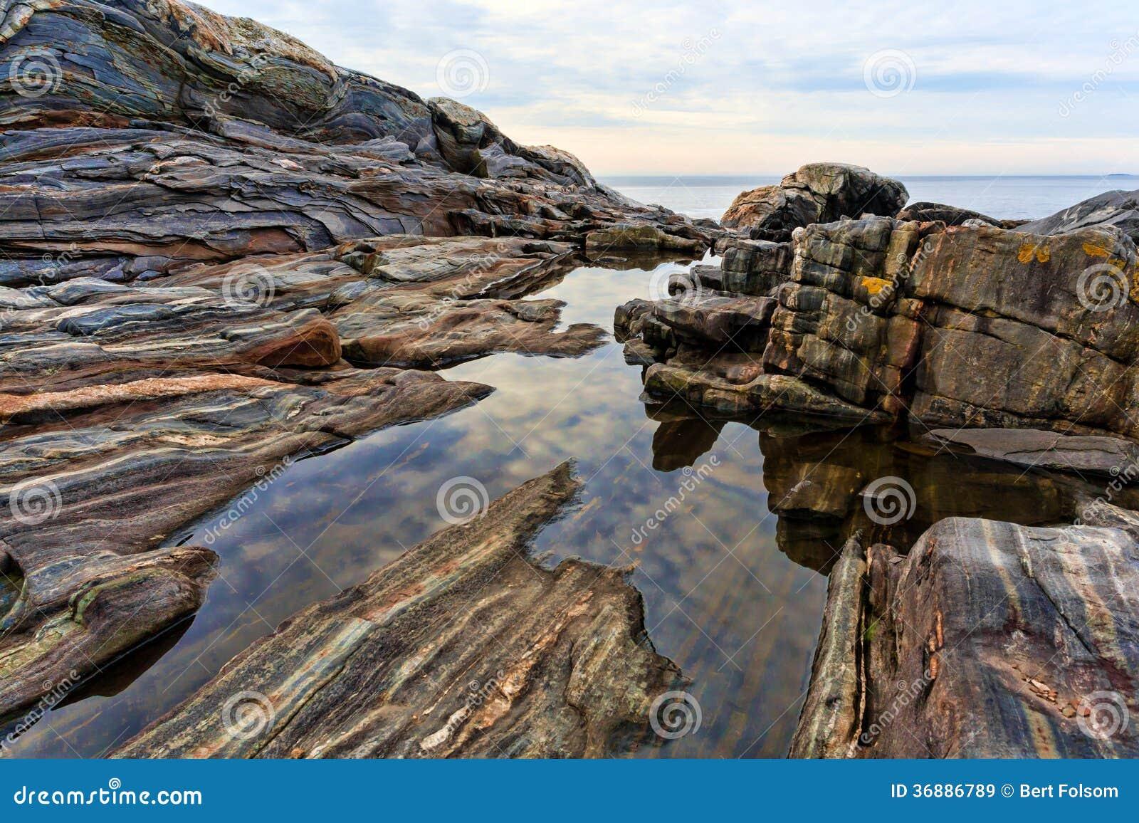 Download Oscilli I Bordi E Gli Stagni Di Marea, Pemaquid Maine Immagine Stock - Immagine di pericoloso, colorful: 36886789