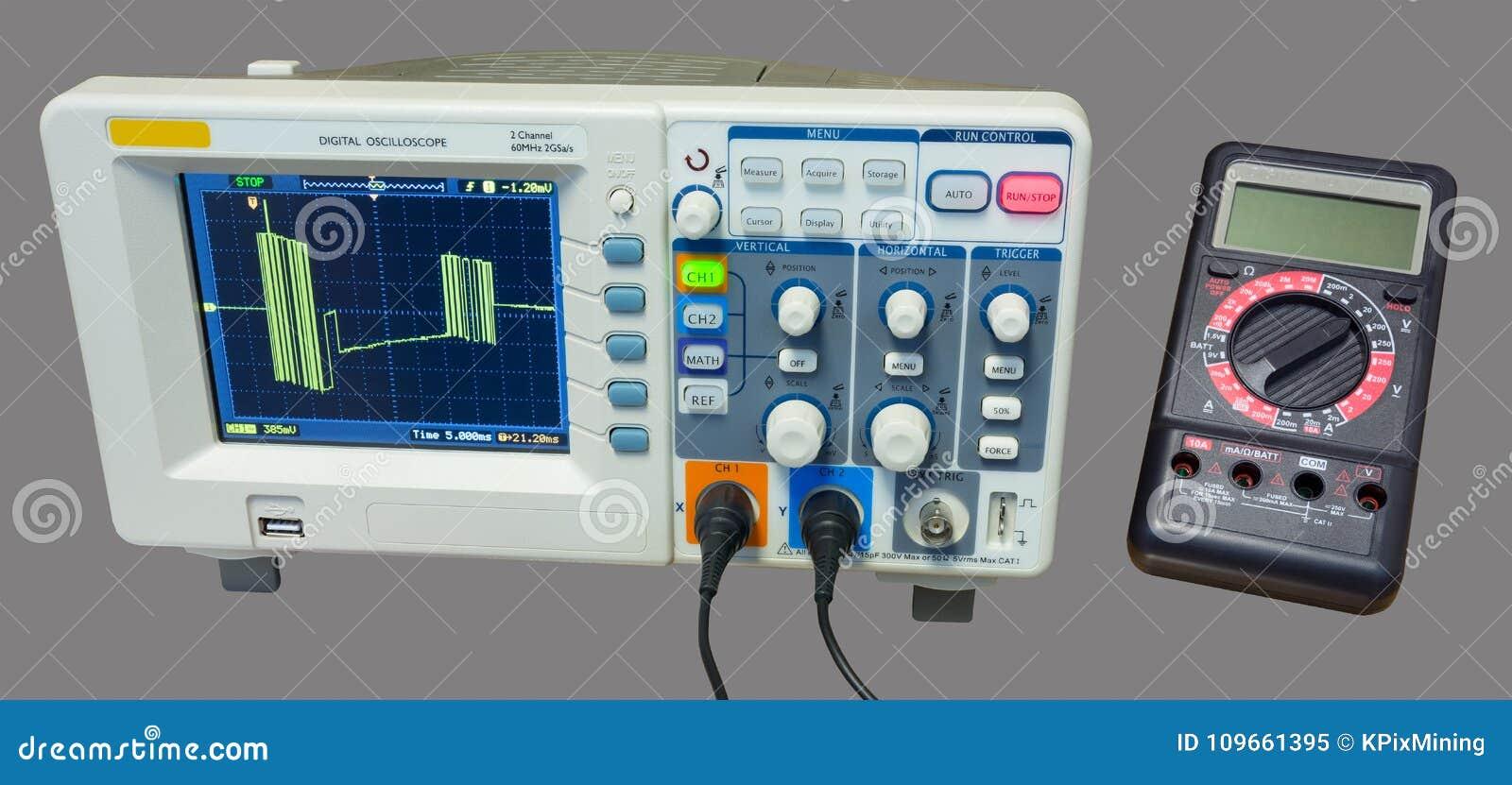 Oscilloscoop en multimeter Meting van de signalen van de gegevenslijn