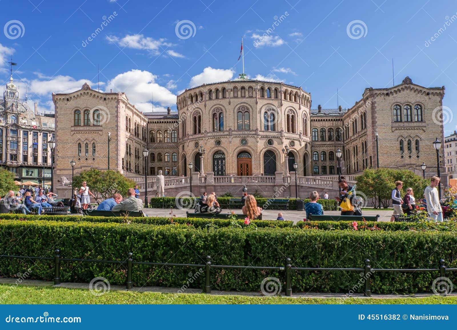 Oslo Parlament no dia de verão