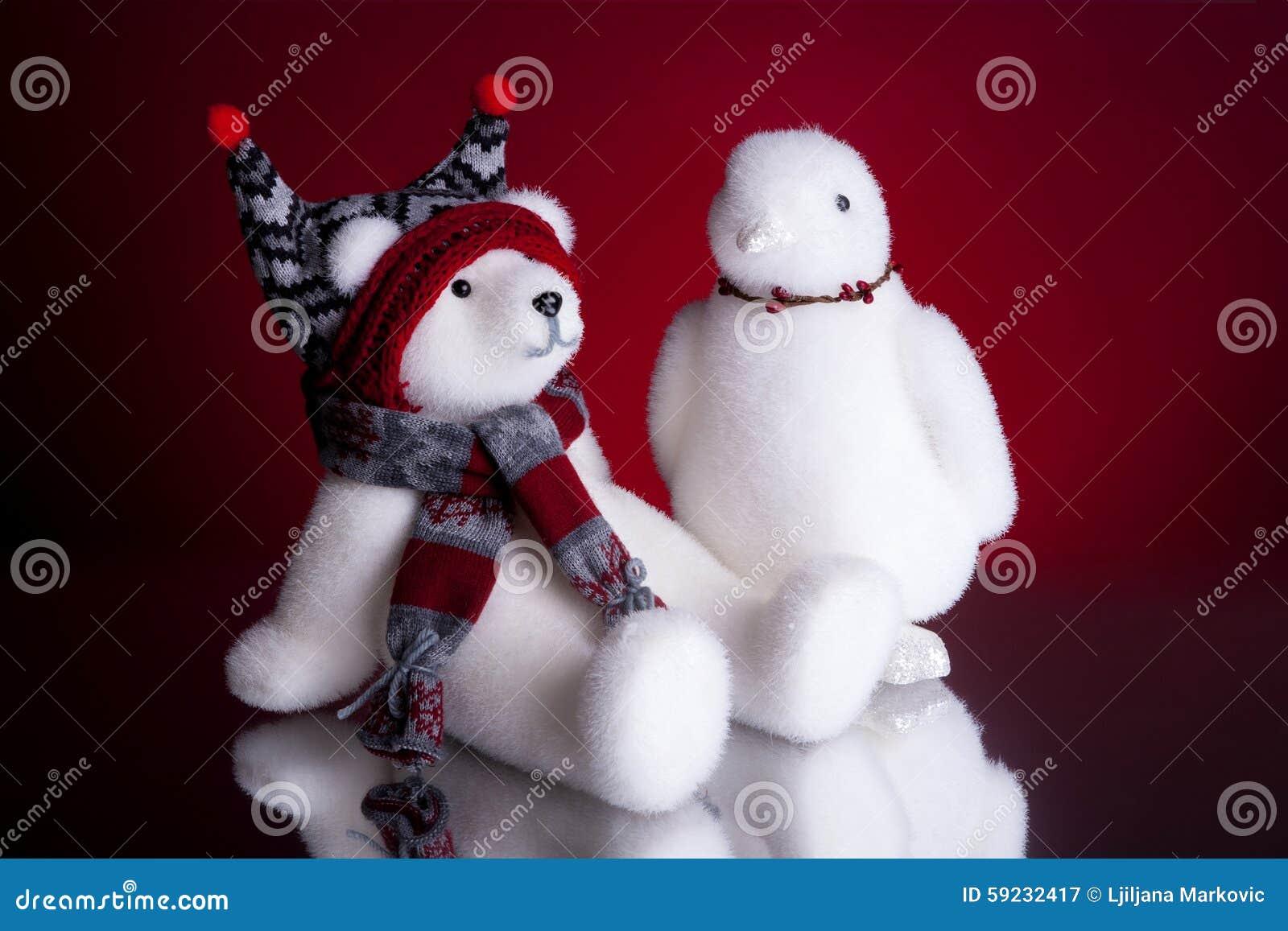 Download Oso Polar De La Navidad Y Un Fondo Del Rojo Del Pingüino Imagen de archivo - Imagen de pingüino, polar: 59232417