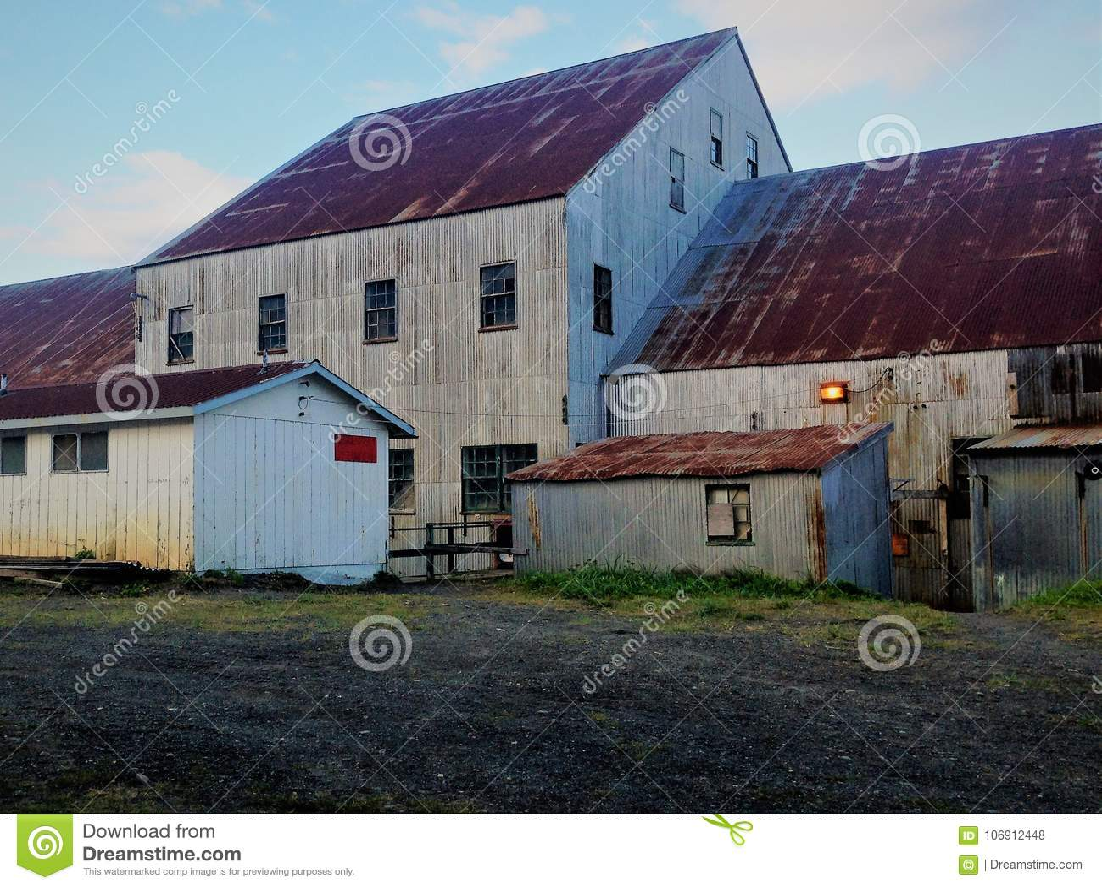 Łososiowi cannery budynki na Bristol zatoce, Alaska