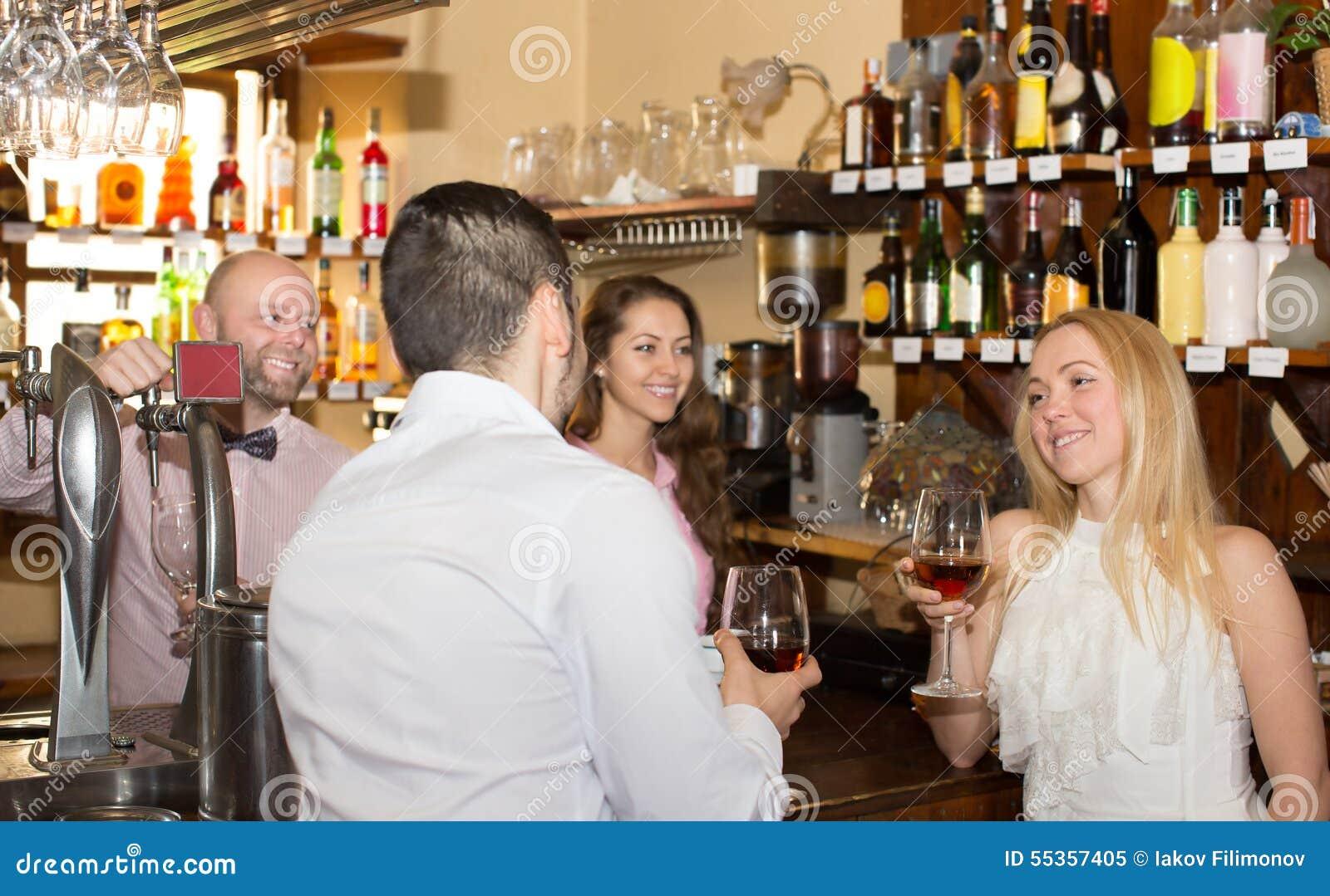 Ospiti divertenti del barista