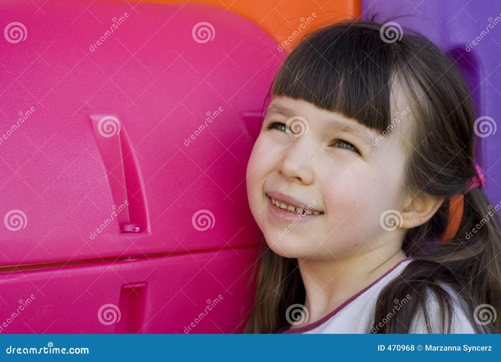 Osservando ragazza dentro al futuro