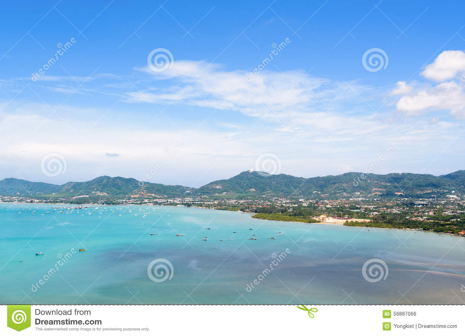 Osservi la città del cielo e del turista del mare a Phuket, Tailandia