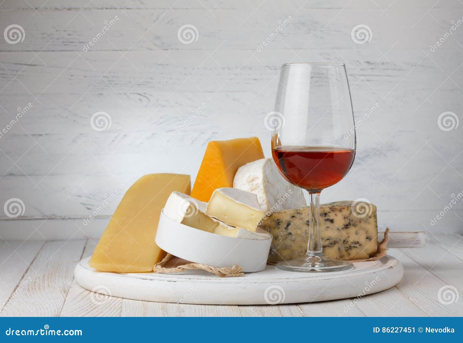 Ost och rött vin