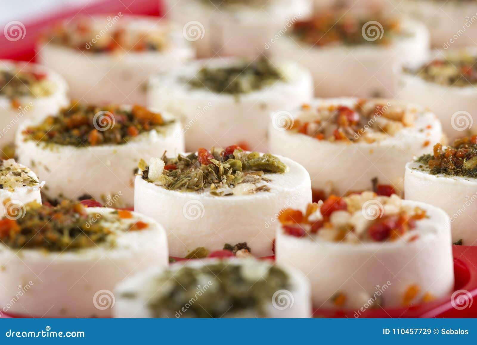 Ostaptitretare med hebs och torkade grönsaker