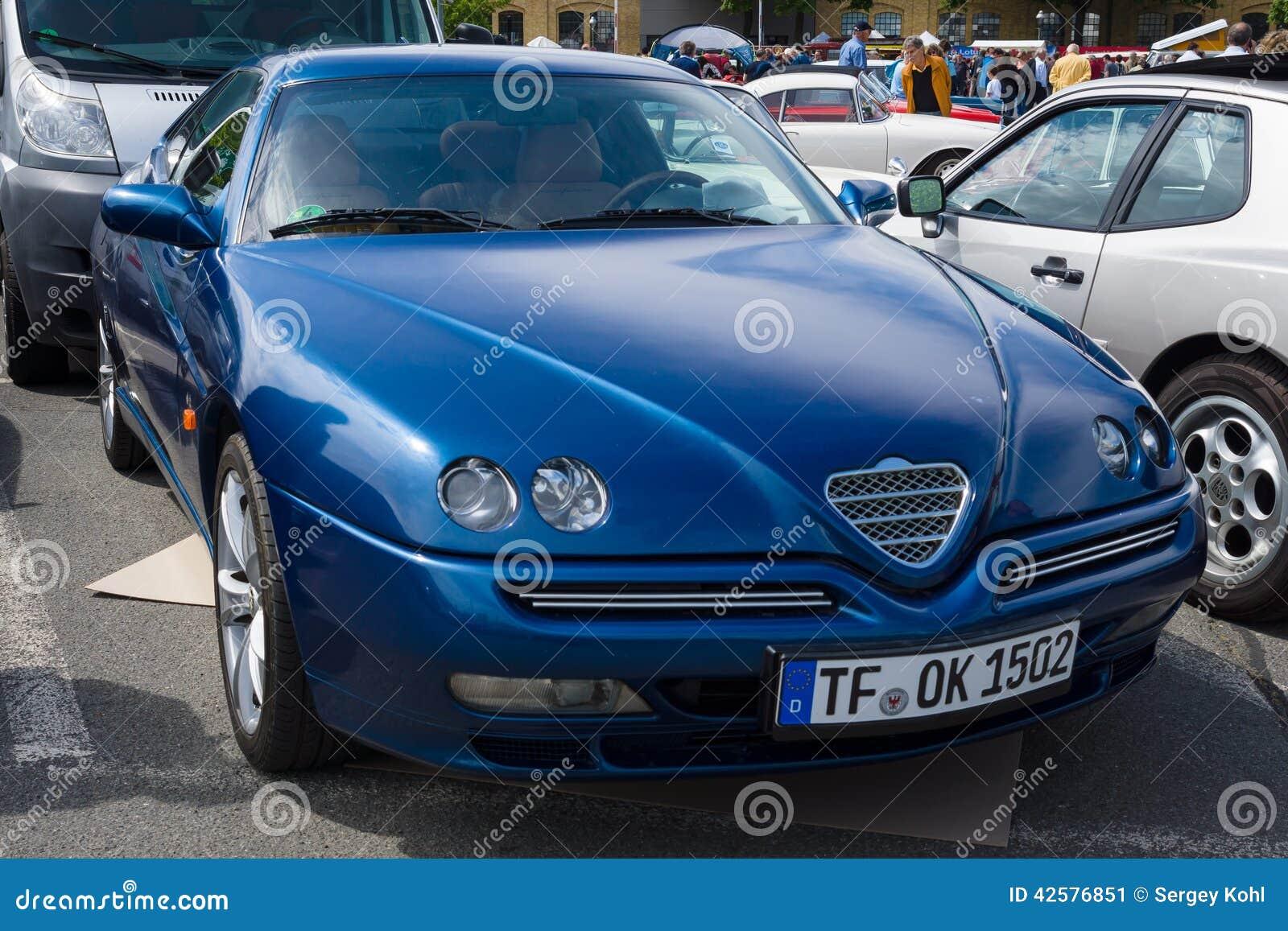 Ostenta A Tb De Alfa Romeo Gtv V6 Do Cupe Foto Editorial Imagem De Alfa Ostenta 42576851