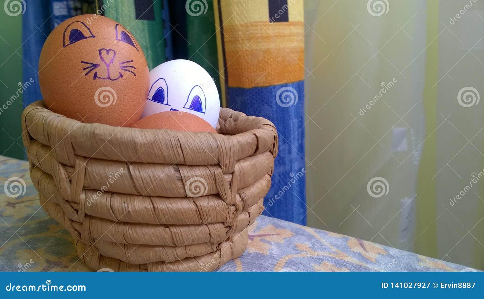 Ostereier in einem Korb