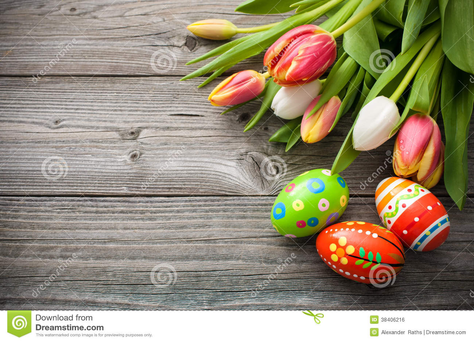 Ostereier mit Tulpen