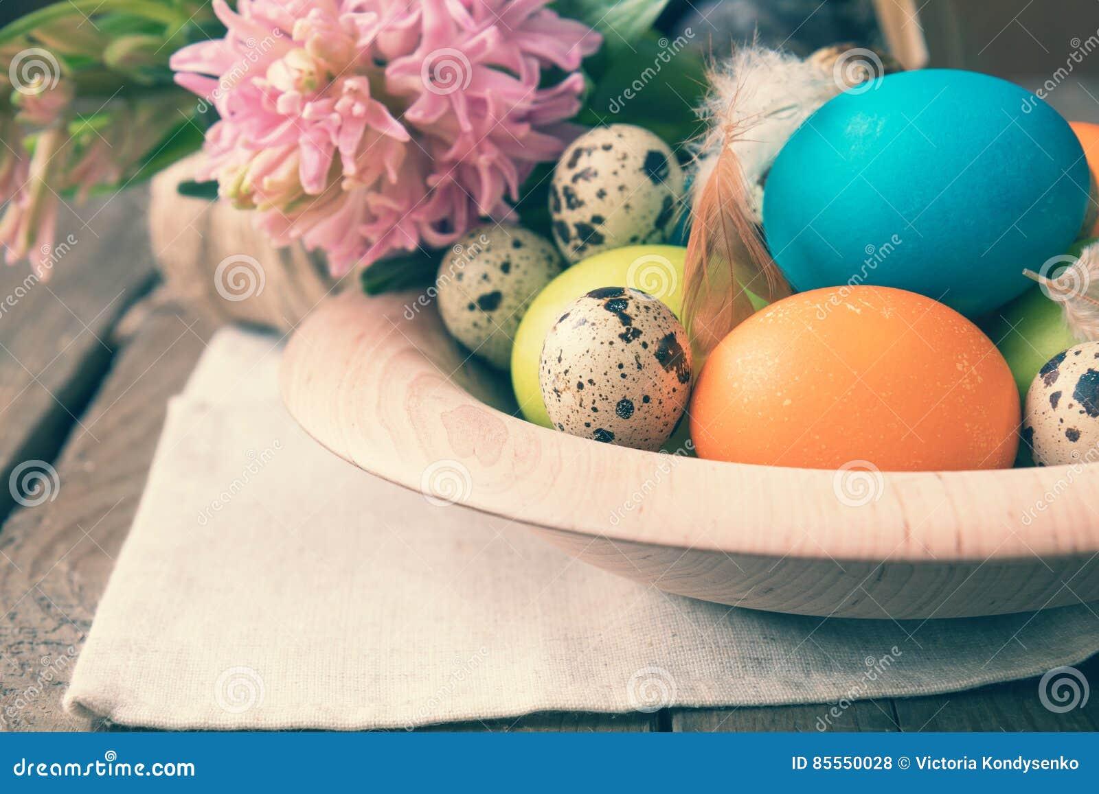 Ostern bunt und Wachteleier