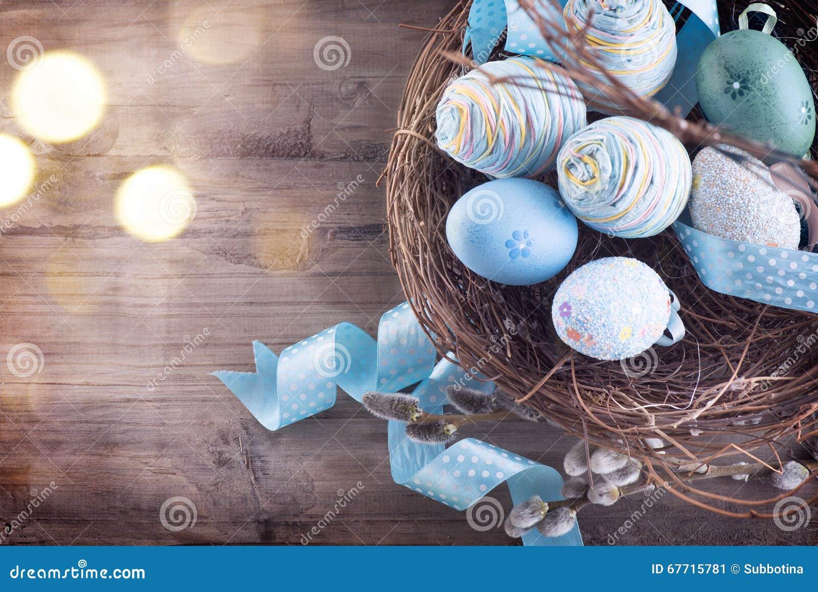 Ostern Bunte Blaue Eier Im Nest Stockbild Bild Von Gruß Schönheit
