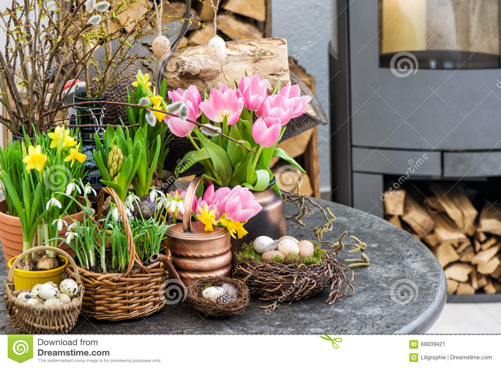 Ostern dekoration bl ht eier tulpen schneegl ckchen for Ostern dekoration