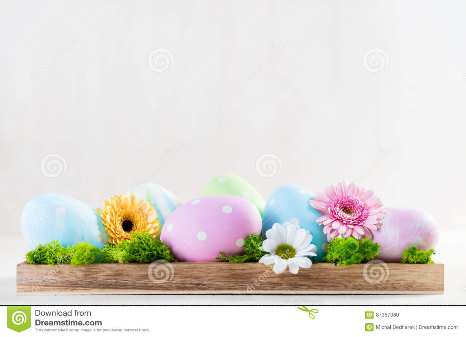 Ostern Dekoration Eier Und Blumen Auf Einem Holz Stockfoto Bild