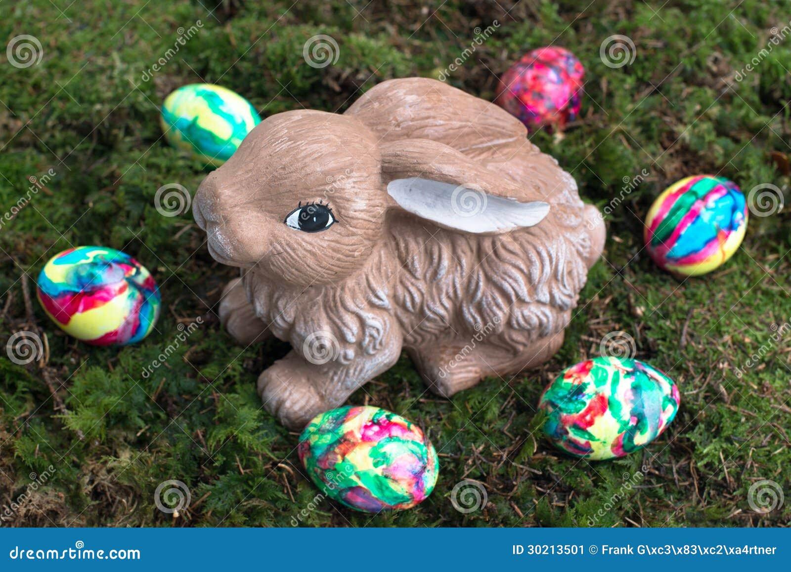 Ostern Dekoration Gemalte Eier Und Kaninchen Auf Moos