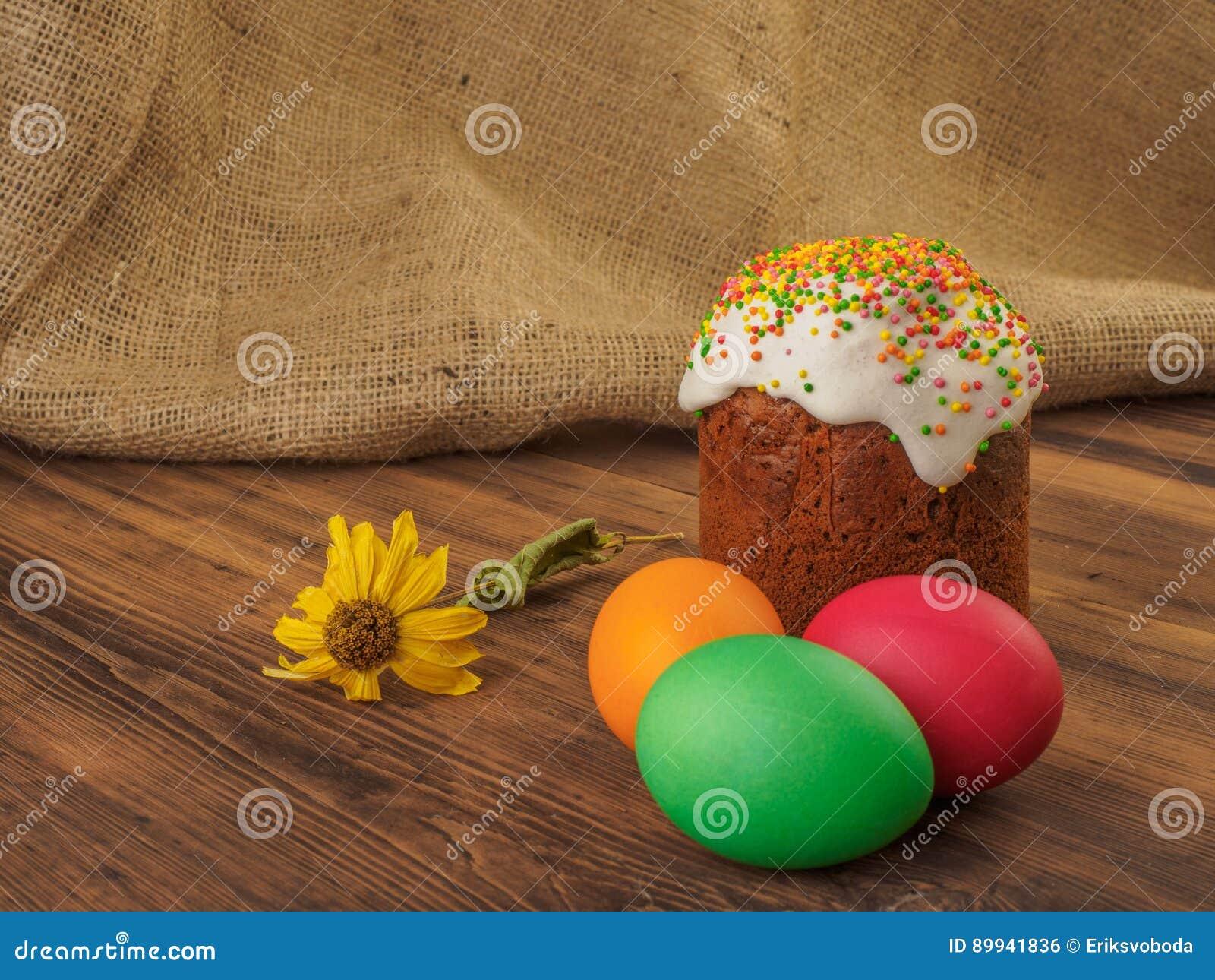 Ostern Kuchen Und Ostern Farbten Ei Mit Trockener Blume Russisch Und