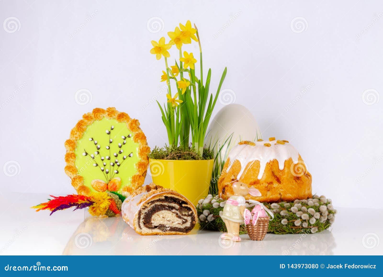 Ostern-Zusammensetzung mit Hefekuchen