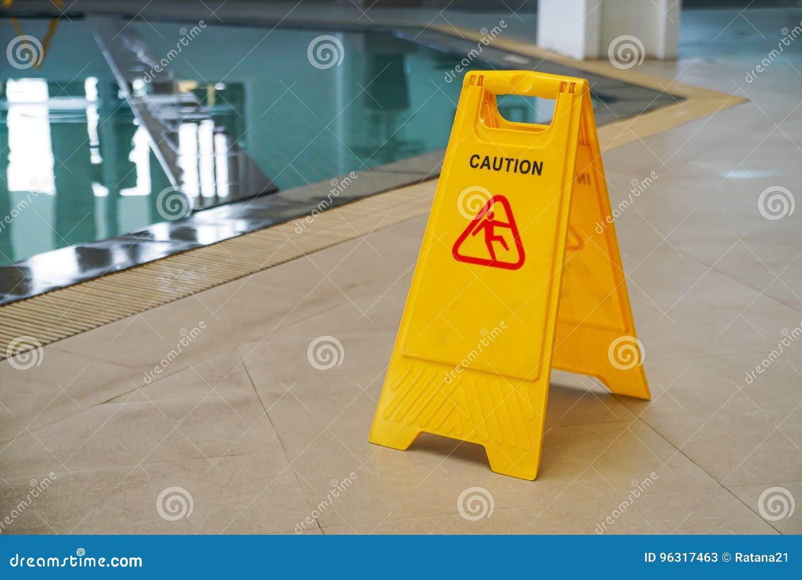 Ostrożność mokry podłogowy znak ostrzegawczy na żółtej klingeryt desce