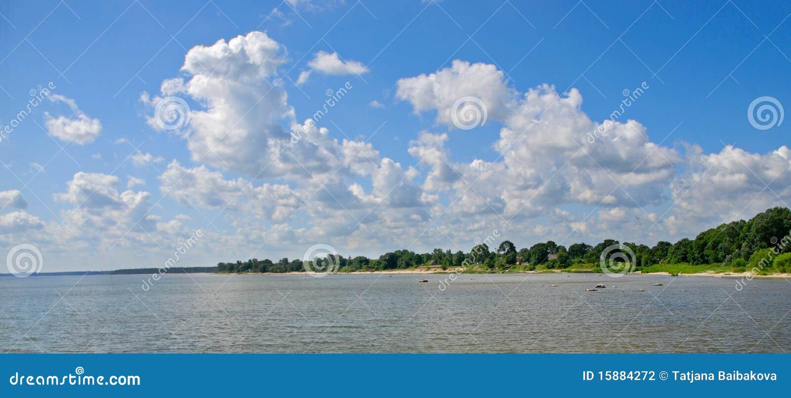Download Ostseestrand stockfoto. Bild von hell, landschaft, cumulus - 15884272