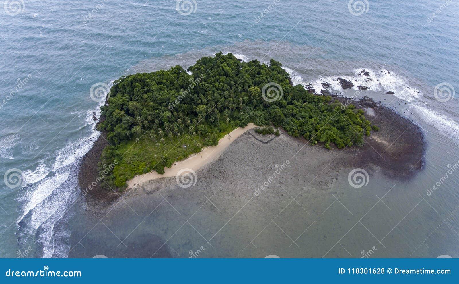 Oszałamiająco wyspa z wybrzeża Koh Chang, Tajlandia