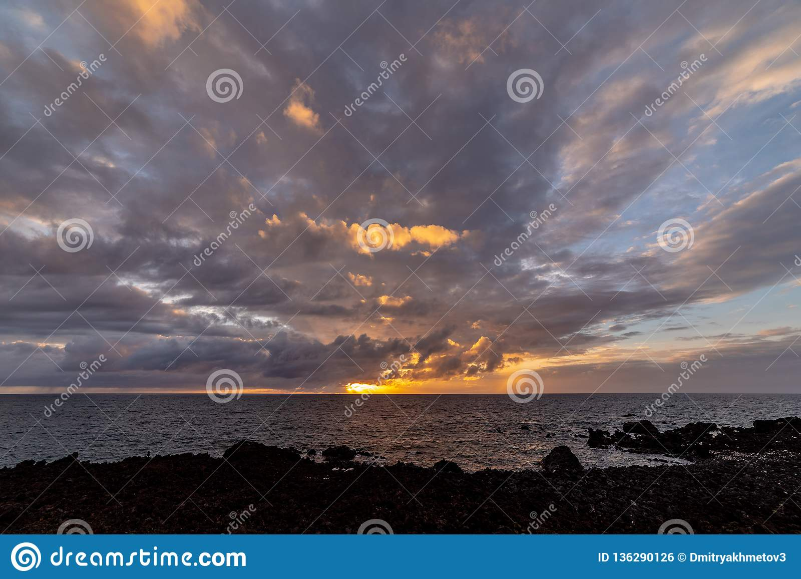 Oszałamiająco zmierzch nad oceanem spokojnym, Duża wyspa, Hawaje