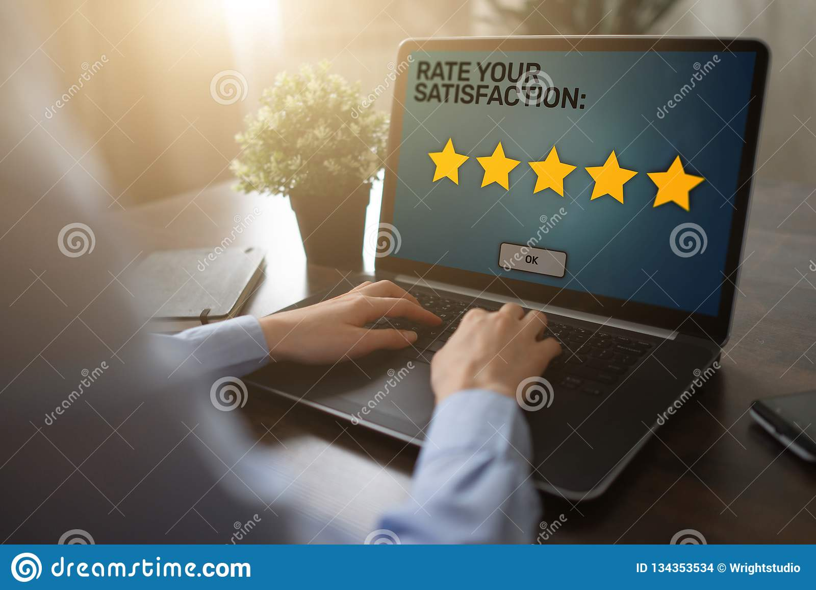 Oszacowywa twój doświadczenie Zadowolenie klienta przegląd Pięć gwiazda na przyrządu ekranie Usługi Biznesowej kontroli jakości p