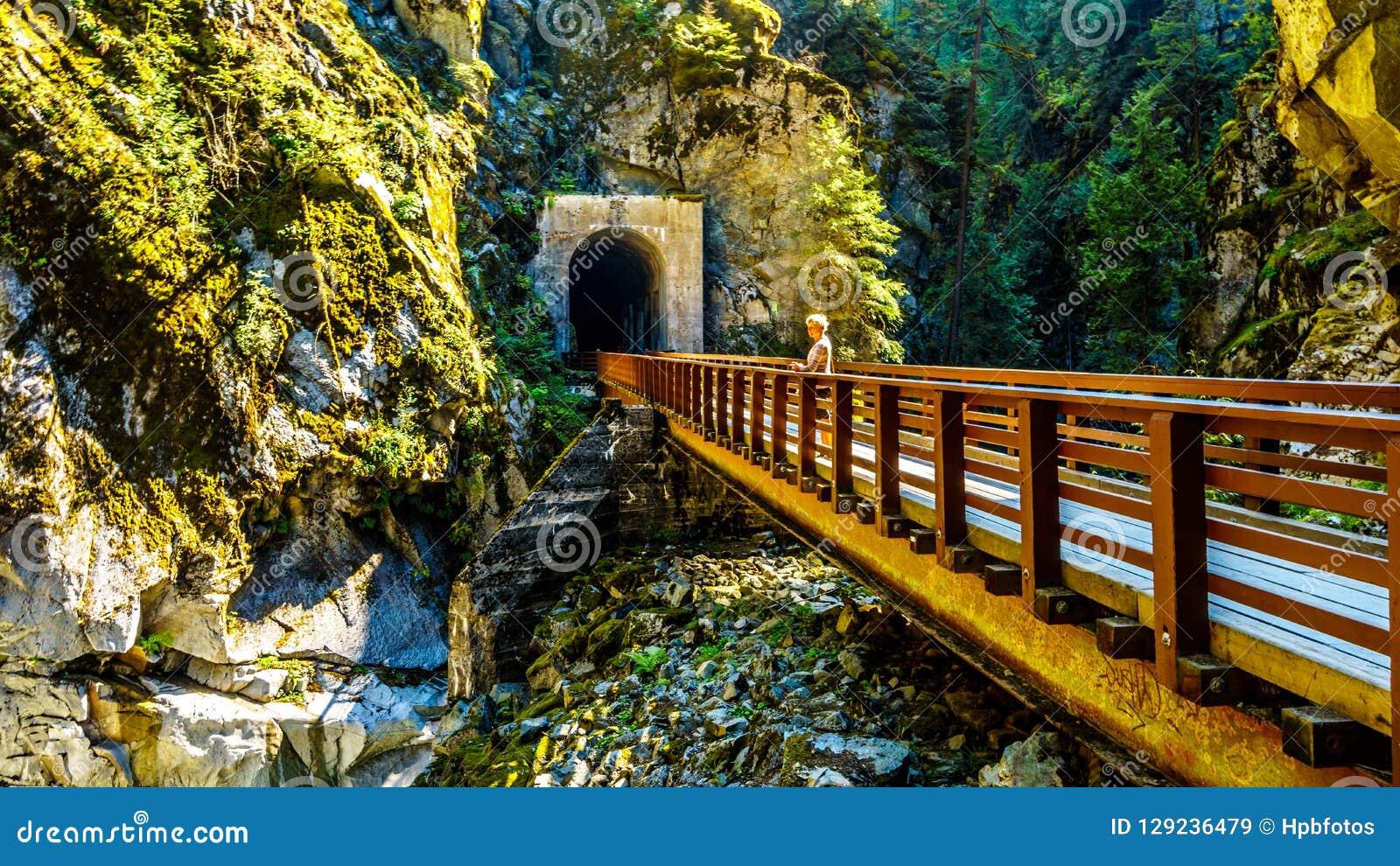 Othello Tunnels bij de Coquihalla-Canion van de verlaten Spoorweg van de Ketelvallei in BC Canada