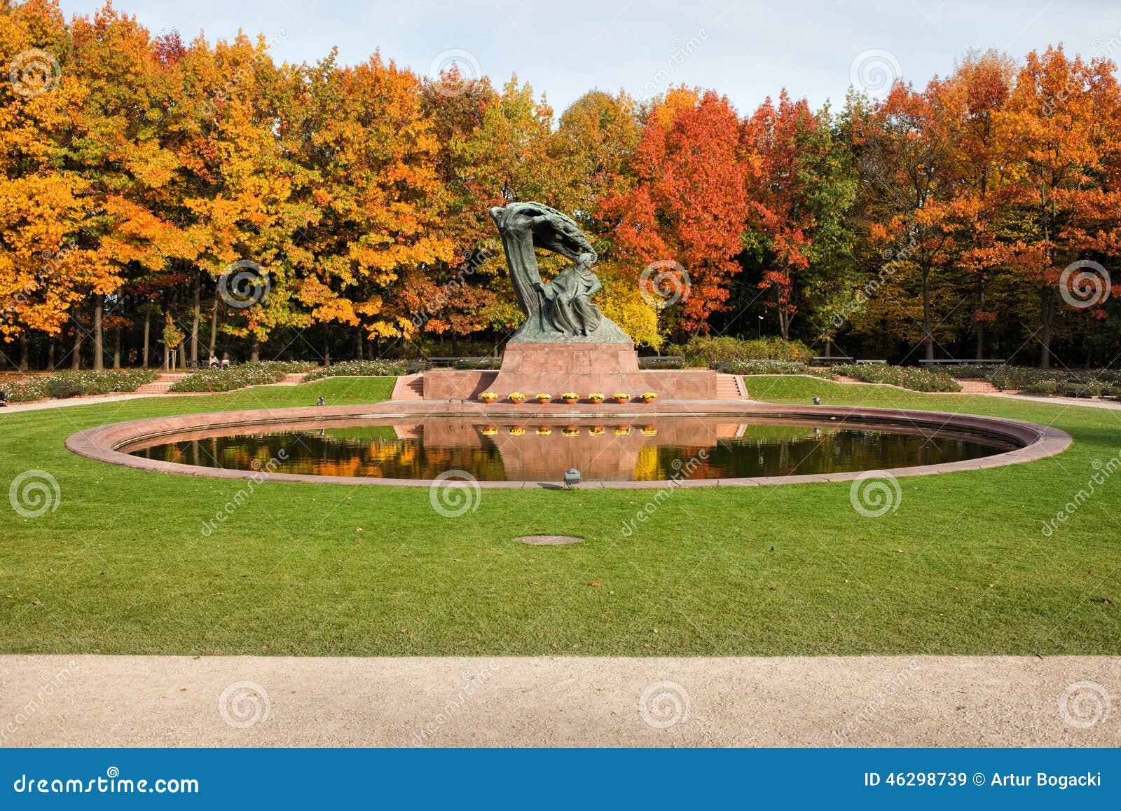 Oto o en los jardines reales de lazienki en varsovia foto for Jardines en otono