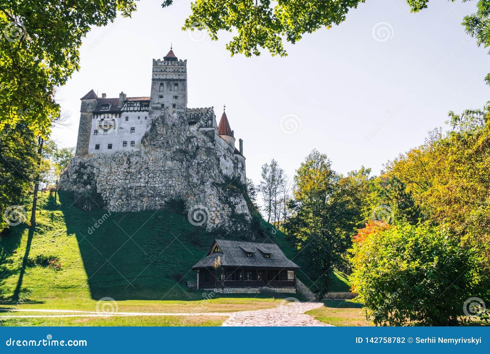 Otręby średniowieczny Kasztel Podróż i wakacje Europa, wycieczka turysyczna piękny słoneczny dzień, kopii przestrzeń Brasov, Tran