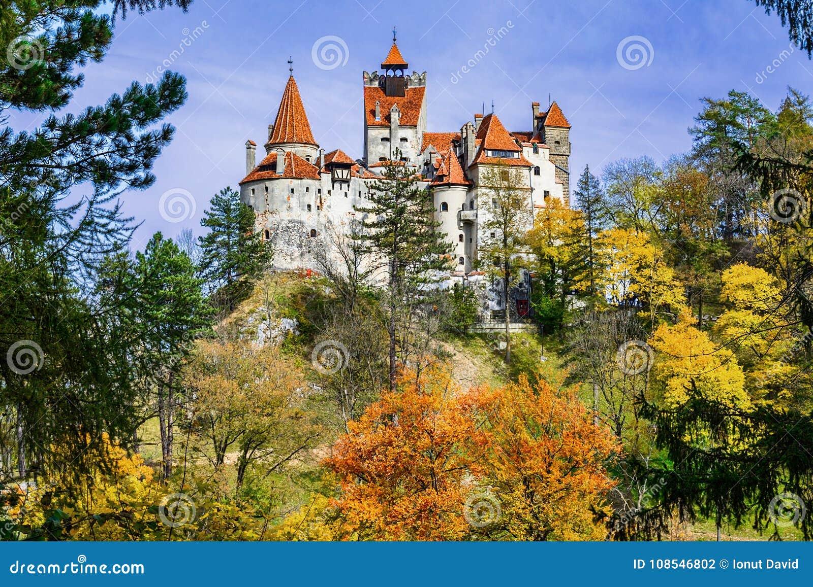Otręby kasztel, Brasov, Transylvania, Rumunia Jesień krajobrazowy dowcip