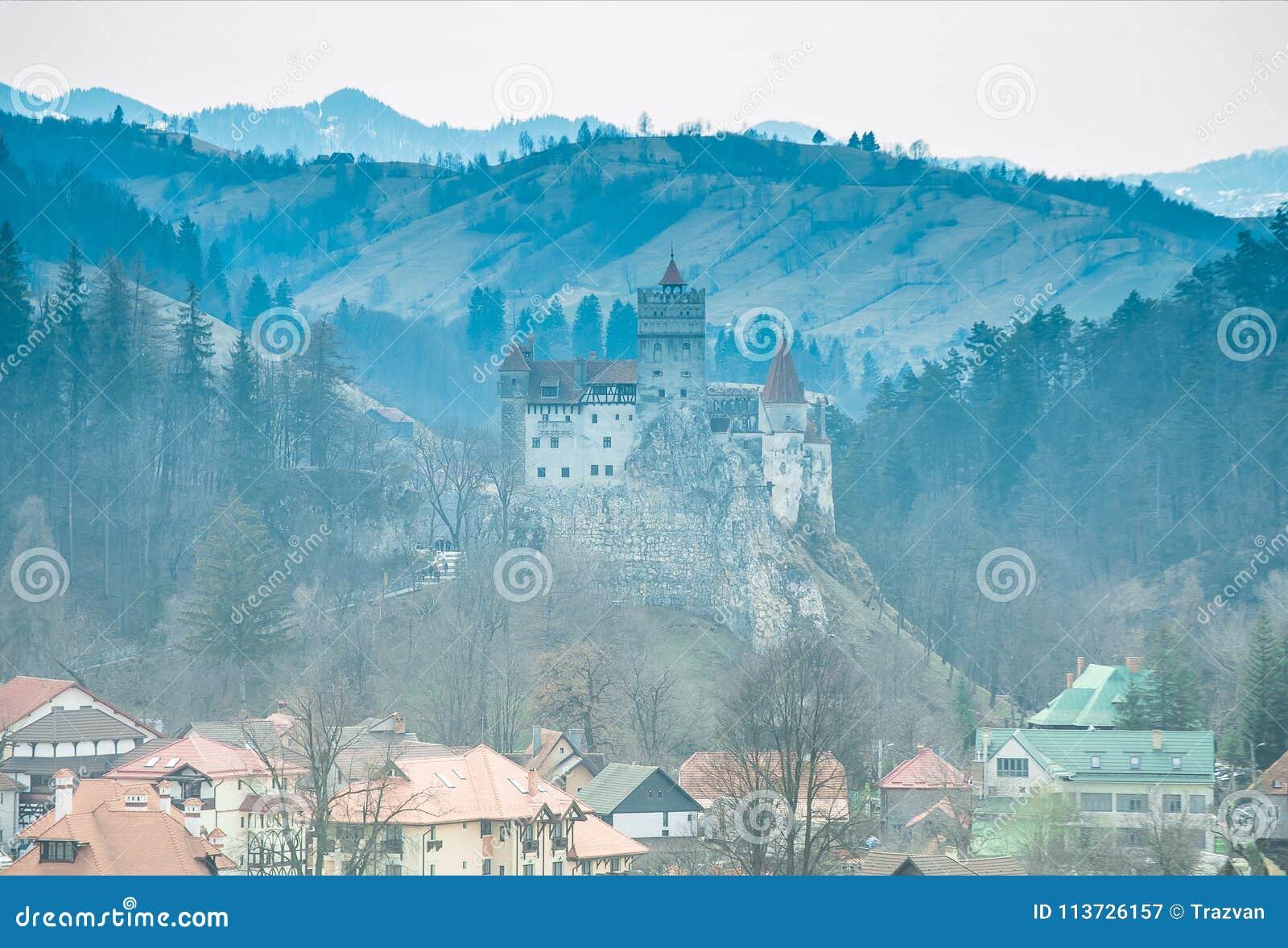 Otręby kasztel, Transylvania, Rumunia - panoramiczny widok