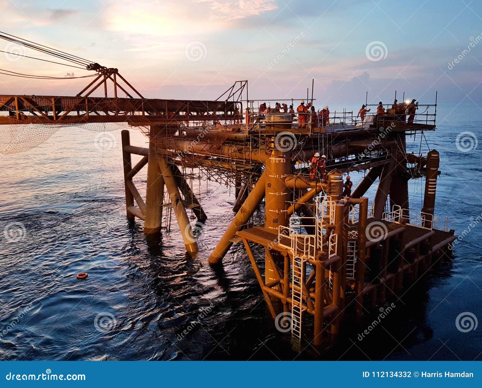 Otro día en el campo petrolífero