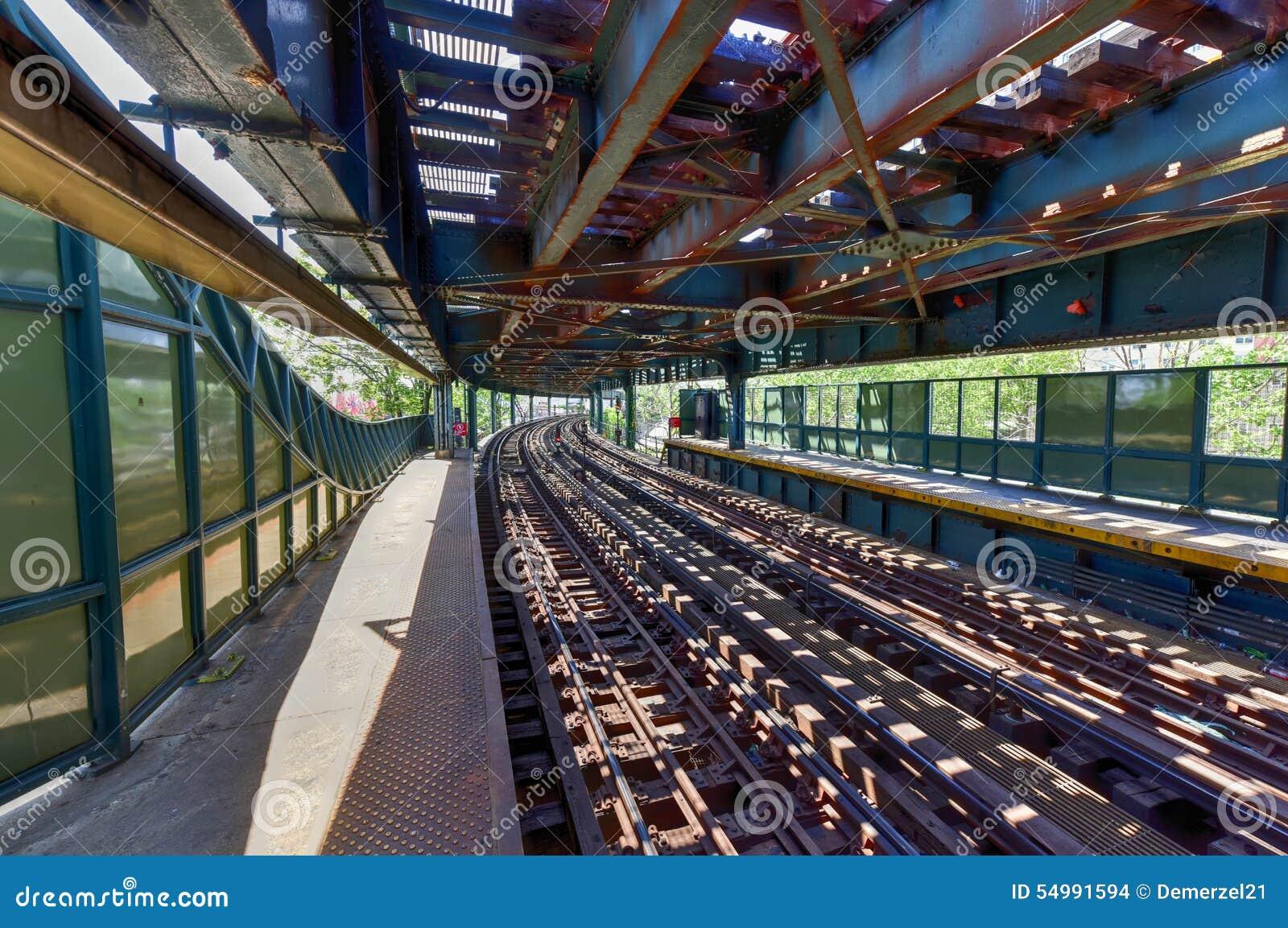 Ottava stazione della metropolitana ad ovest della via - Brooklyn, NY