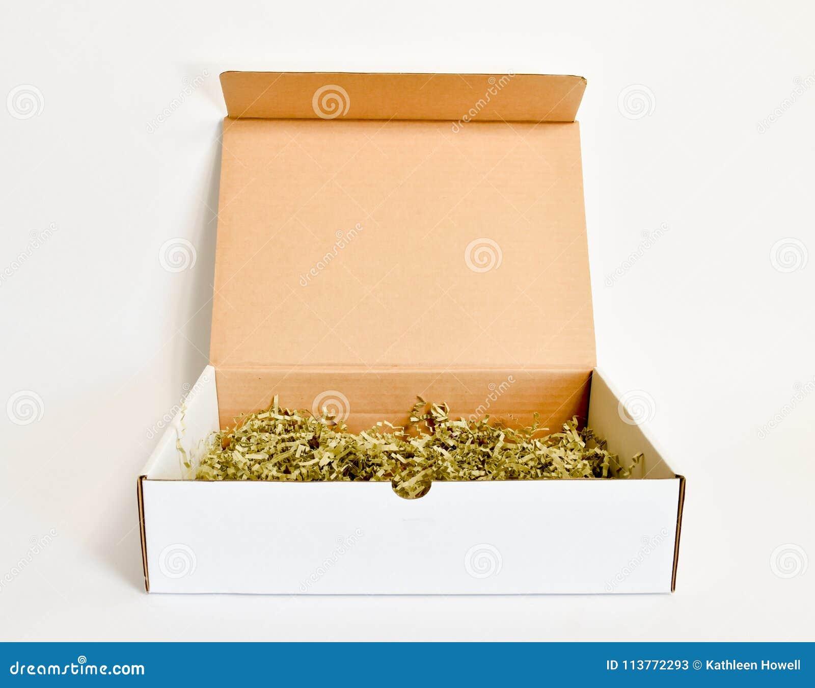 Otwiera prostokątnego białego karton