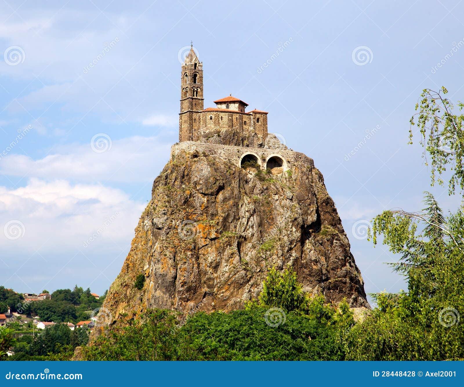 Oud Chapelle die Saint Michel DE Aiguilhe zich bij een zeer steile vulkanische naald (Le Puy Engelse Velay, Frankrijk) bevinden