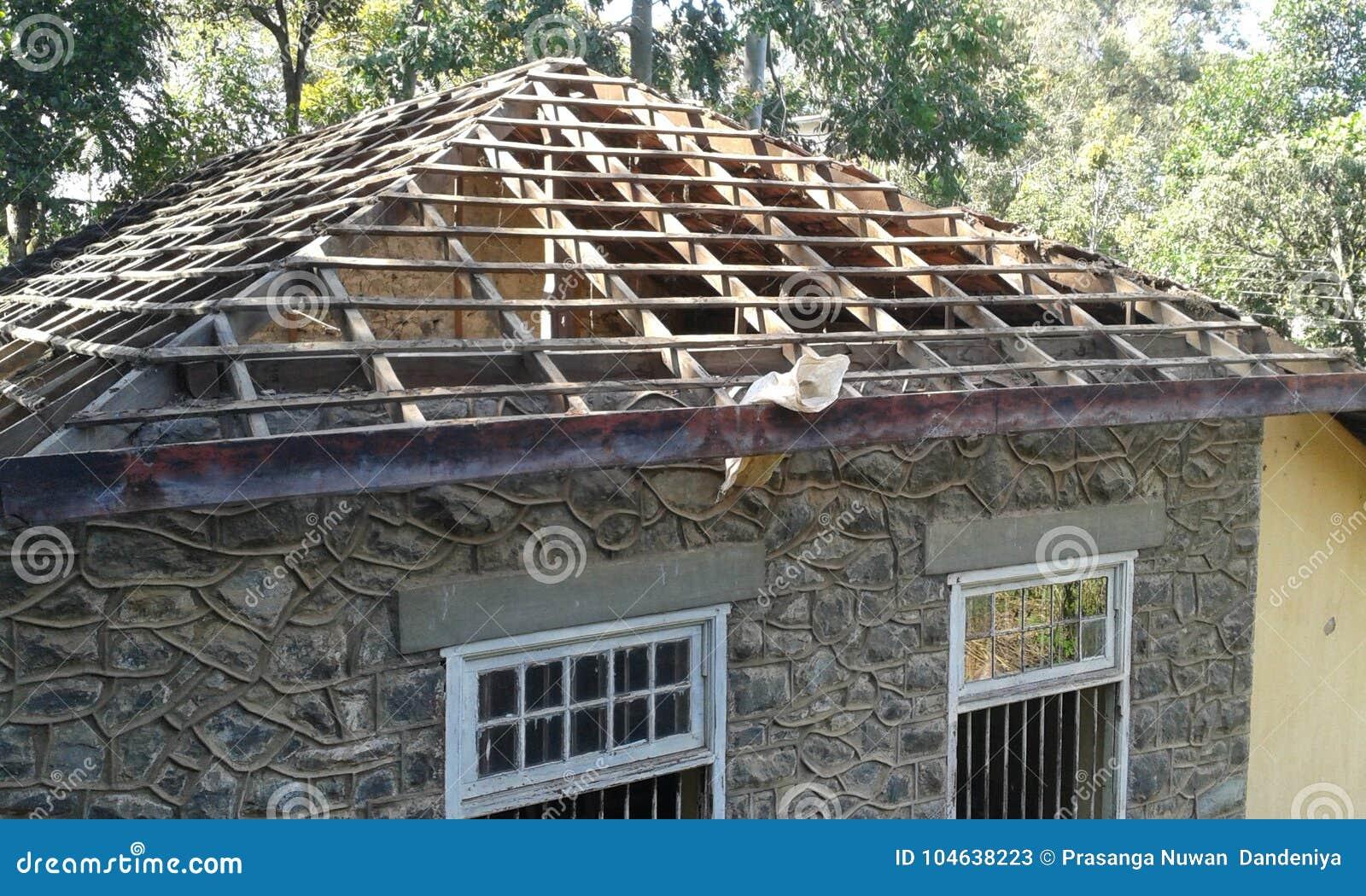 Download Oud de Bouwdak stock afbeelding. Afbeelding bestaande uit building - 104638223