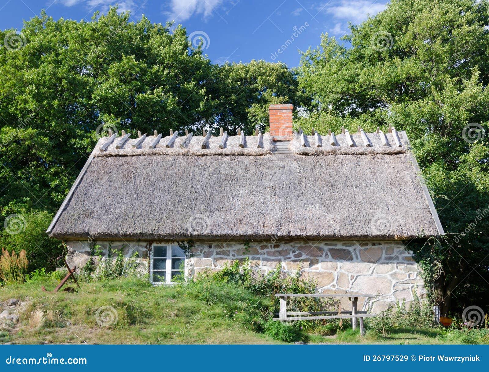 Oud gestileerd zweeds huis royalty vrije stock afbeeldingen afbeelding 26797529 - Oud huis ...