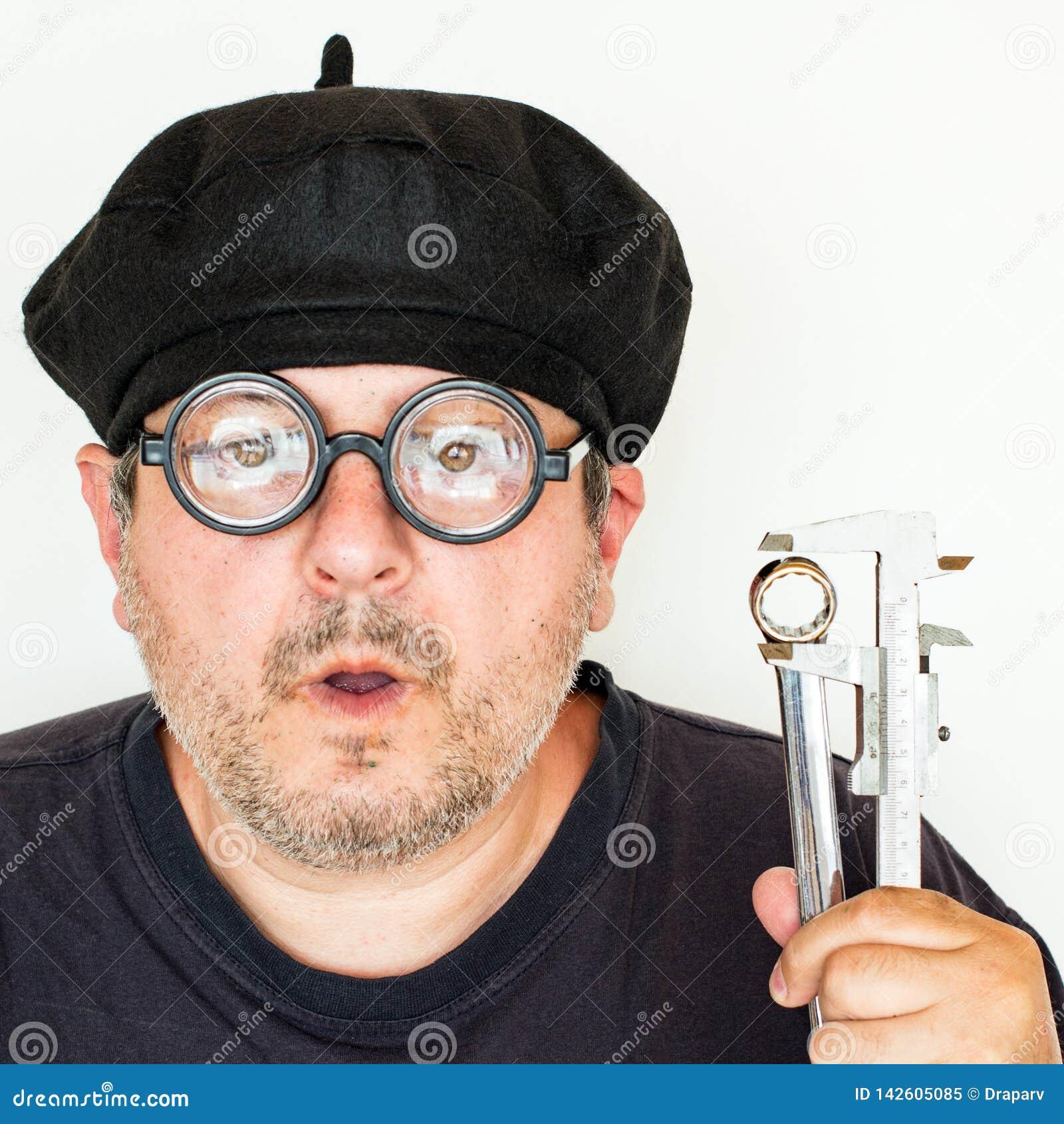 Oud Grappig Mechanisch Wearing Glasses