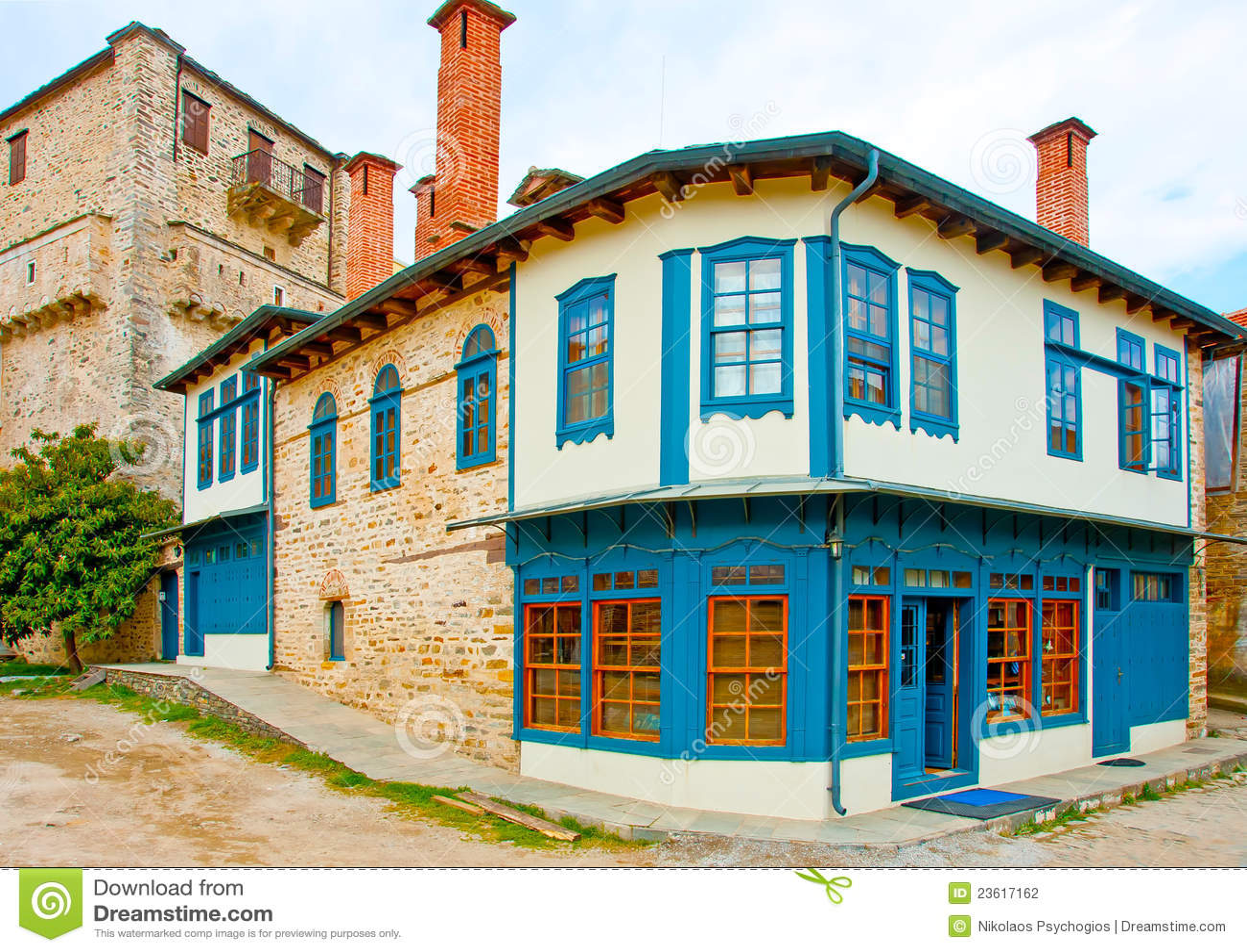 Oud grieks huis stock foto afbeelding bestaande uit deur 23617162 - Foto huis in l ...