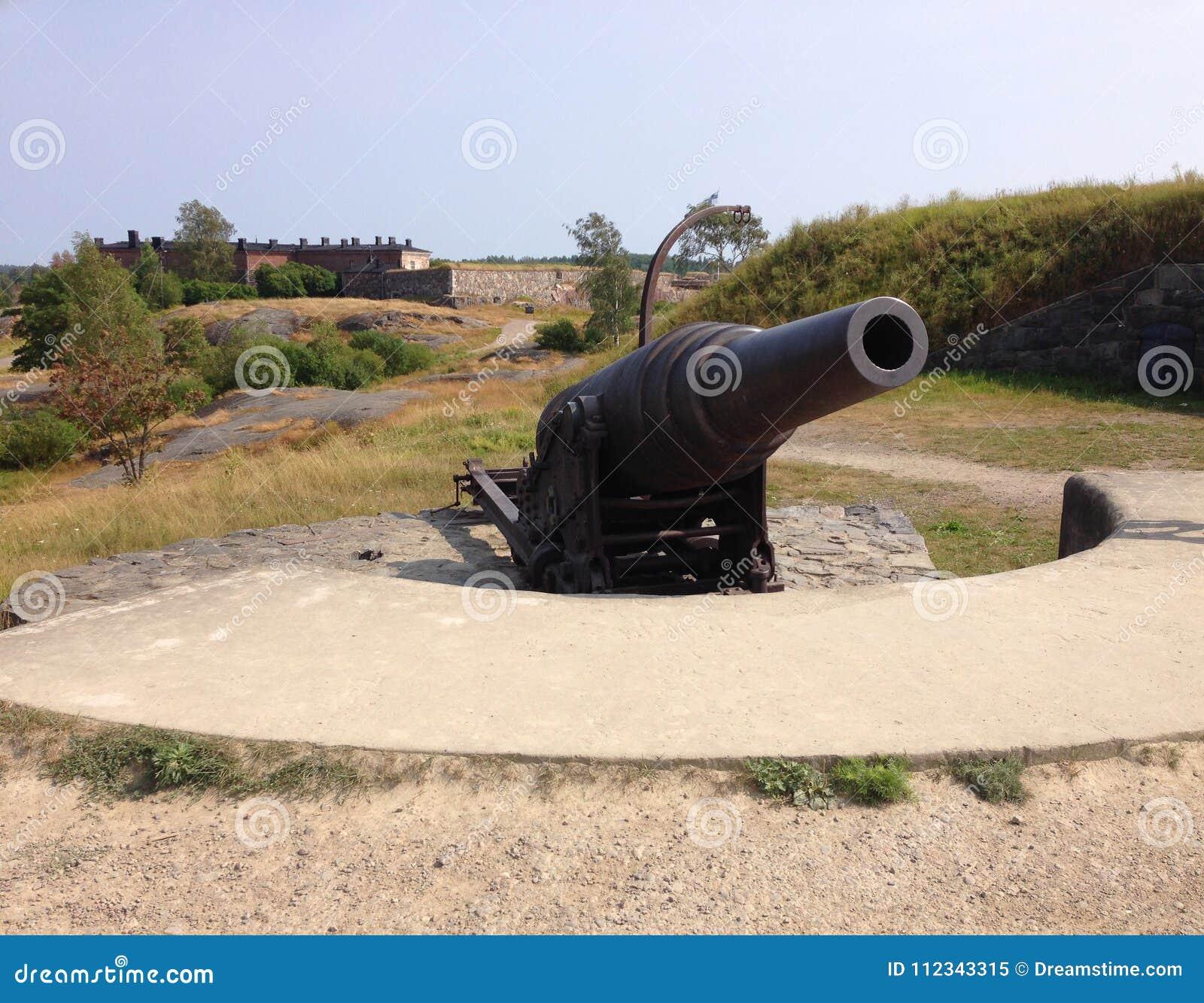 Oud historisch defensiekanon in Suomenlinna, Finland