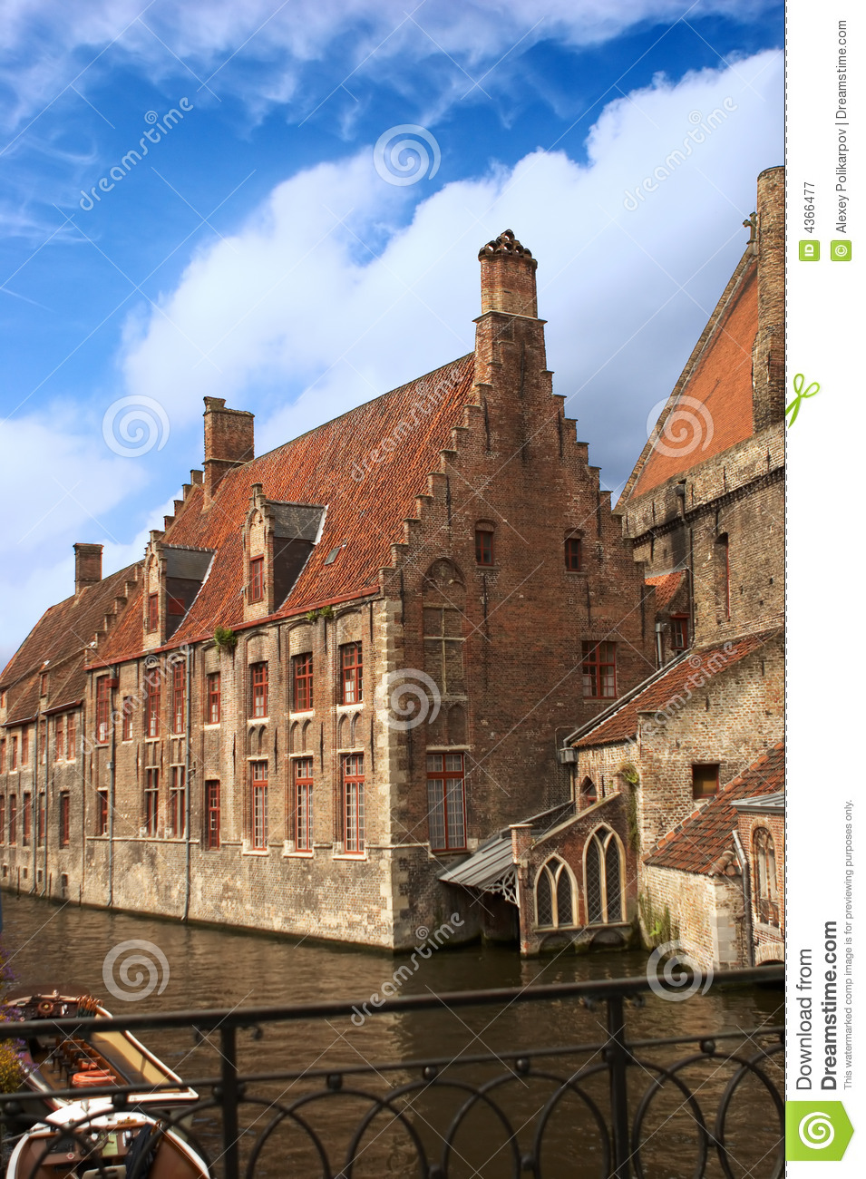 Oud huis royalty vrije stock fotografie beeld 4366477 - Lay outs oud huis ...