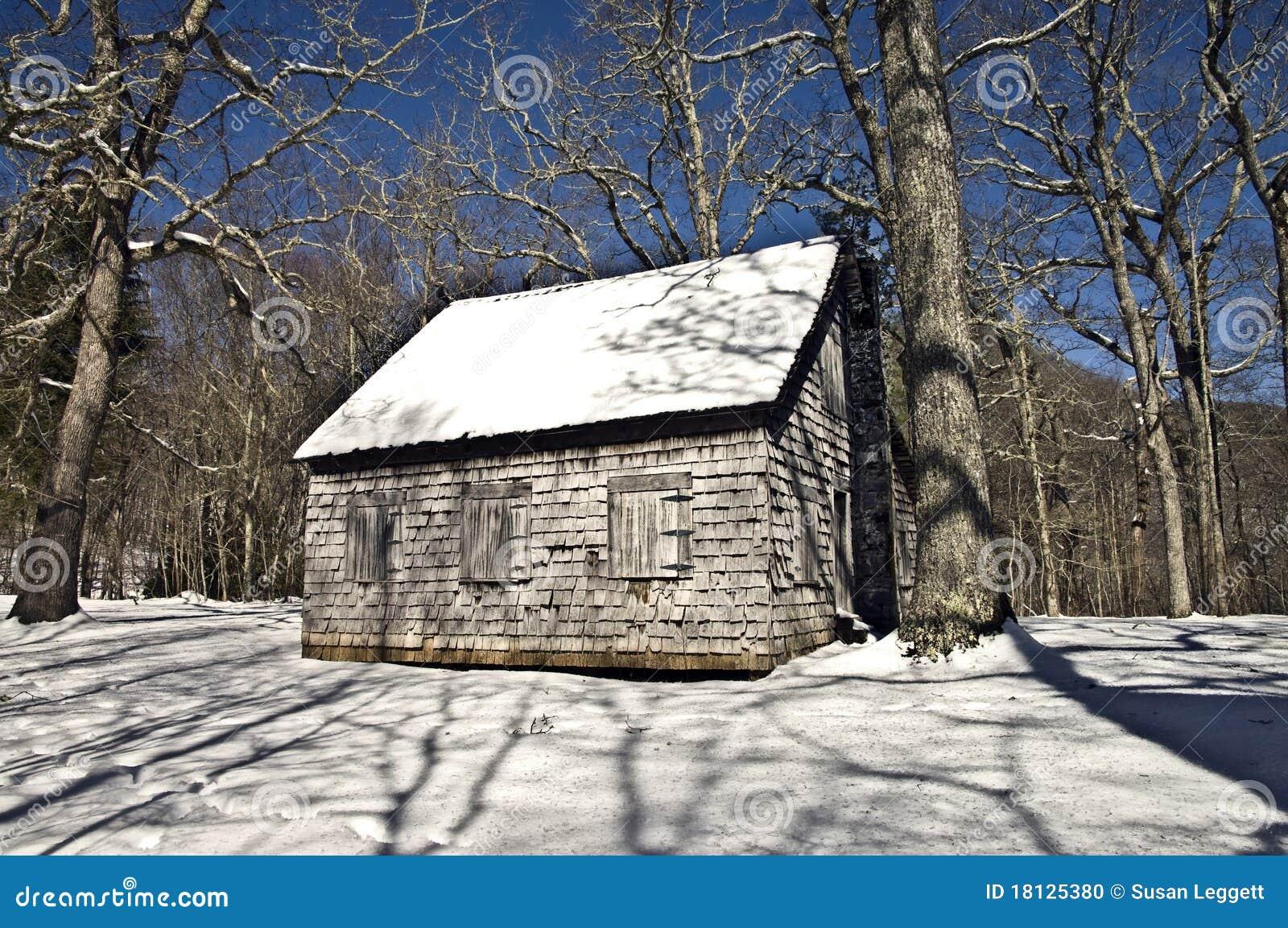 Oud huis in de winter stock foto afbeelding 18125380 - Huis verlenging oud huis ...